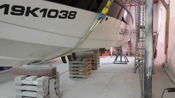 Ski Supreme with complete new hull side painting and underside epoxy coating for a Aldergrove / Langley BC customer.